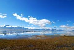 与湖的风景在西藏 免版税库存照片