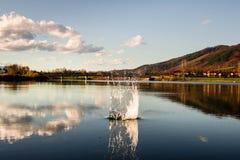 与湖的Lanscape 库存图片