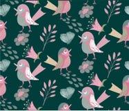 与滑稽的俏丽的鸟的无缝的样式在绿色 免版税库存图片