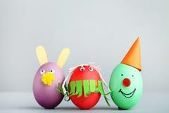 与滑稽的面孔的鸡蛋 免版税库存照片
