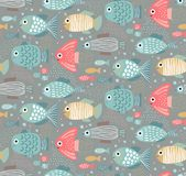 与滑稽的鱼的传染媒介五颜六色的无缝的样式 向量例证