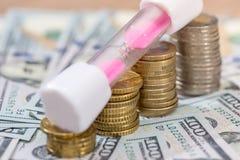 与滴漏和美元的欧洲硬币 免版税图库摄影