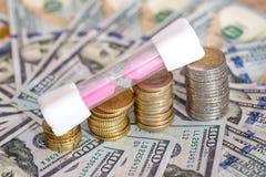 与滴漏和美元的欧洲硬币 免版税库存图片