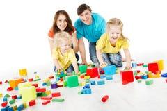 与演奏玩具块的孩子的系列 库存图片