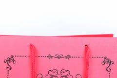 与漩涡设计特写镜头的桃红色购物袋 图库摄影