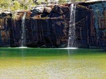 与瀑布的盐水湖风景 免版税库存照片