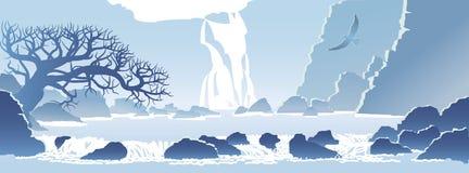 与瀑布的蓝色山风景 免版税图库摄影
