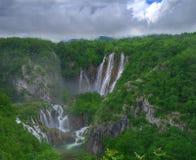 与瀑布, Plitvice,克罗地亚的春天图片 库存照片