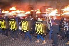 与火炬的纪念队伍 免版税库存照片