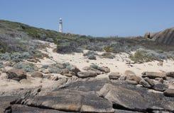 与灯塔奥古斯塔西澳州的海滩 免版税图库摄影