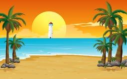 与灯塔的一个安静的海滩 免版税库存照片
