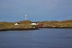 与灯塔的海岸线 库存照片