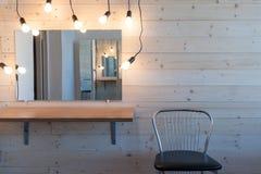 与灯的构成桌 库存照片