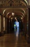 与灯笼的一个段落在慕尼黑,德国 免版税图库摄影