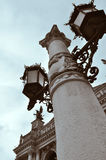 与灯笼的专栏在利沃夫州 免版税库存照片