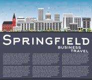 与灰色大厦、蓝天和拷贝空间的斯普林菲尔德地平线 皇族释放例证
