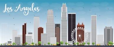 与灰色大厦和蓝天的洛杉矶地平线 免版税库存图片