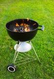 与灼烧的木炭的格栅 免版税库存图片