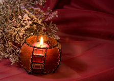 与灼烧的蜡烛的仍然寿命 库存照片