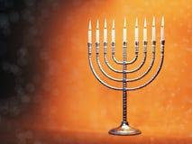 与灼烧的蜡烛的光明节menorah 免版税库存图片