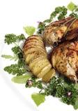 与烘烤土豆hasselback的炸鸡 免版税图库摄影