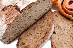 与烘烤的面包 免版税库存照片