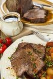 与烘烤菜的烤牛肉联接 库存照片