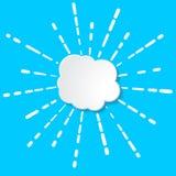 与烟花、闪光或者太阳il线性光芒的白皮书云彩  库存例证