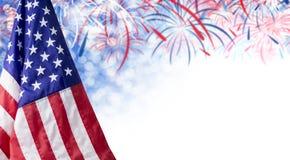 与烟花和拷贝空间的美国国旗和bokeh背景 免版税库存照片
