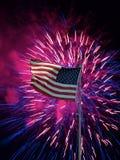 与烟花的美国国旗在80后 免版税库存图片