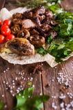 与烤菜的烤肉串在lavash 免版税库存图片