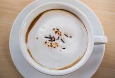 与热奶咖啡的咖啡时间 免版税库存照片