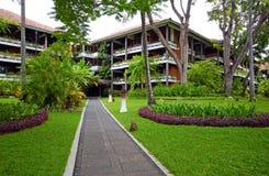 与热带庭院的豪华旅馆手段在巴厘岛,印度尼西亚 库存照片