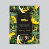 与热带花、棕榈叶和香蕉的夏天花卉贺卡 婚礼邀请模板,海报,盖子 图库摄影
