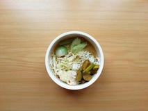 与热的咖喱鱼的面条 免版税库存图片