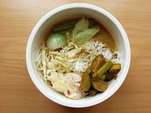 与热的咖喱鱼的面条 图库摄影