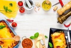 与烹调成份的意大利烹调的框架 免版税库存照片