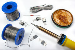 与焊剂导线和涨潮的焊铁 免版税库存照片