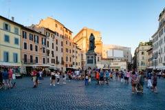与焦尔达诺・布鲁诺雕象的园地dei Fiori在中央罗马 免版税库存图片