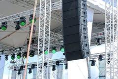 与照明设备和声测设备的露天舞台 免版税库存图片