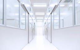 与照明设备的现代内部科学实验室背景从gatewa 免版税库存图片