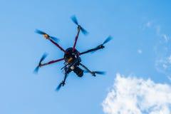 与照片照相机的Hexacopter 库存图片