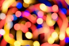 与照片现实bokeh defocused光的抽象欢乐背景 发光入空间的圣诞节气氛 库存图片