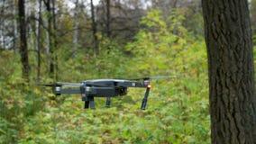 与照相机的四个电动子寄生虫飞行 影视素材