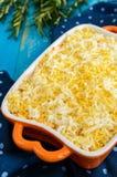 与煮沸的菜、鸡蛋和沙丁鱼的清淡的春天沙拉在油 免版税库存图片