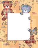 与熊和叶子的逗人喜爱的孩子框架在灰棕色 图库摄影
