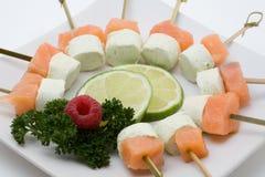 与熏制鲑鱼和干酪的开胃菜 免版税库存图片