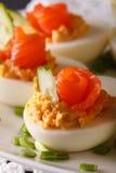 与熏制鲑鱼宏指令的开胃菜美丽的鸡蛋 垂直 免版税图库摄影