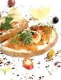 与熏制鲑鱼的三明治 免版税图库摄影