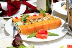 与熏制鲑鱼的寿司卷 库存图片